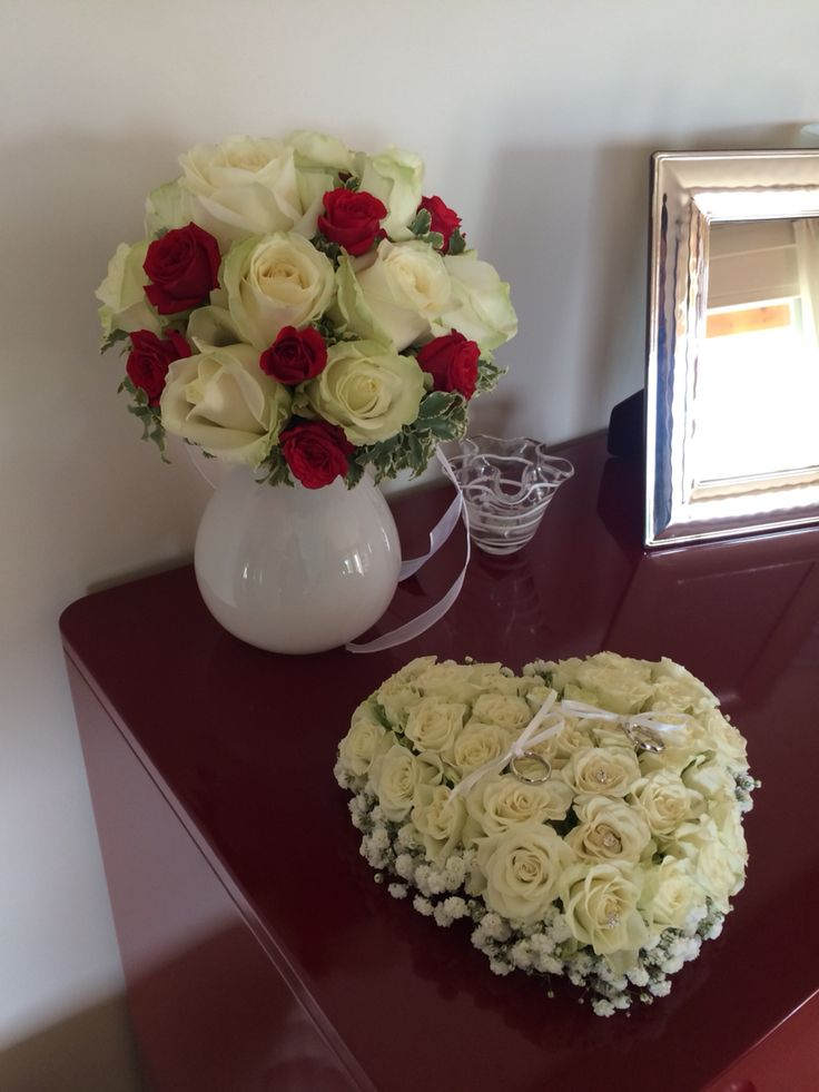 Bouquet + wedding pillow www.aliceweddingplanner.com