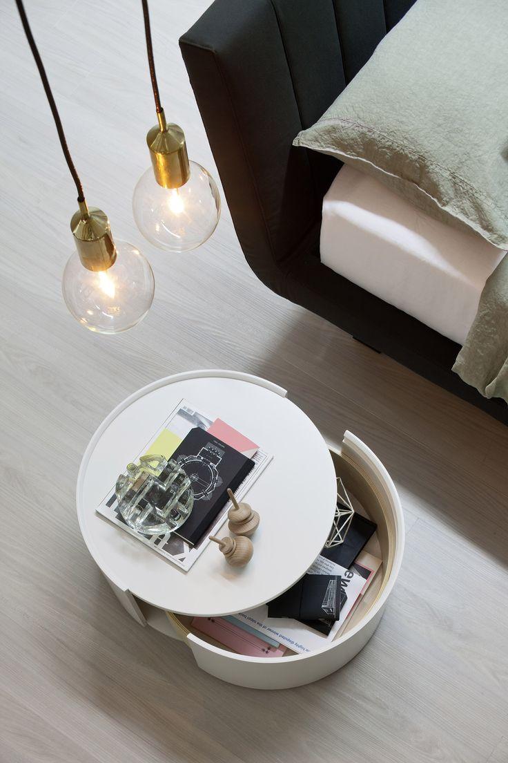 Mirror nightstands contemporary bedroom kimberley seldon design - Nachttische