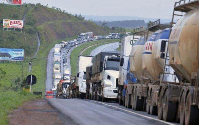 Denatran - Lei aumenta punição para veículo que bloquear vias públicas +http://brml.co/1Tx6MWy