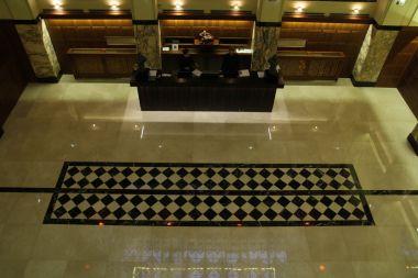 Grandezza - mramorová mozaika po vyrovnání výškového rozdílu a krystalizaci