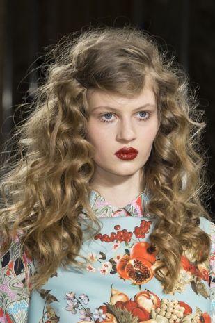 tendenza rossetto rosso scuro: Blugirl