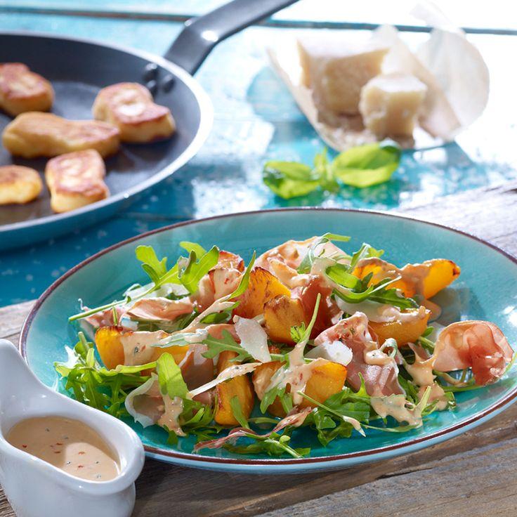 Rucolasalat mit gebratenen Pfirsichen: Ein mediterraner Salat mit Parmesan für die Grillparty oder den Brunch