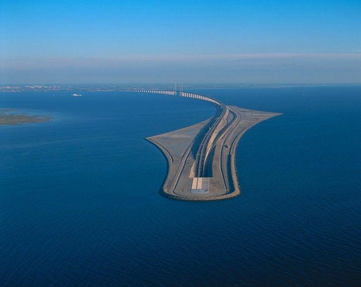 Le pont de l'Øresund Cet ouvrage architectural unique relie la ville de Malmö en Suède à Copenhague au Danemark.