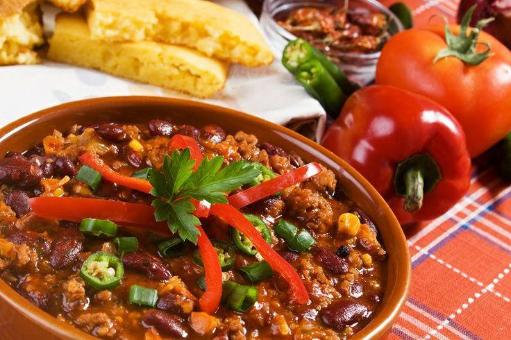 #Chili con carne: si prepara con carne di bovino tritata o tagliata a cubetti e cotta insieme a fagioli rossi, peperoni, cipolle, pomodori, aglio e spezie. Servitelo insieme a tortillas calde ;) #ricette #cucinedalmondo #texmex