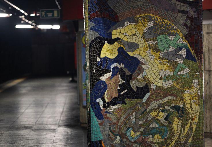 https://studiorossi.ru/  Иногда получается, что самые яркие моменты и находки в путешествии бывают именно случайными, а незапланированными. Например, неожиданно увидев её, выбежать в уже закрывающиеся двери вагона метро, не доехав до своей станции. Рим. 2016. Станция Numidio Quadrato #mosaic #art #искусство #studiorossi #мозаикамосква #мозаика #студиямозаики #culture #rome