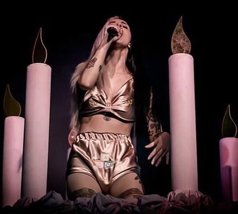 — NEW Melanie performing at Fabrique in Milan, Italy last night!  #melaniemartinez @littlebodybigheart