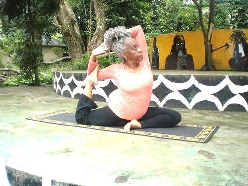 PRACTICA YOGA A CUALQUIER EDAD. ¡Maravillosa mujer!, Mama Jimmye Whitfield. https://www.facebook.com/MamaCharlotte Cofundadora de la UAACC United African Alliance Community Center de Arusha, Tanzania.  www.unrespiro.es Técnicas de desarrollo y evolución personal on line (Yoga, Meditación, Relajación, Pranayama, PNL, Pilates, Tai chi, Danza oriental y mucho más)