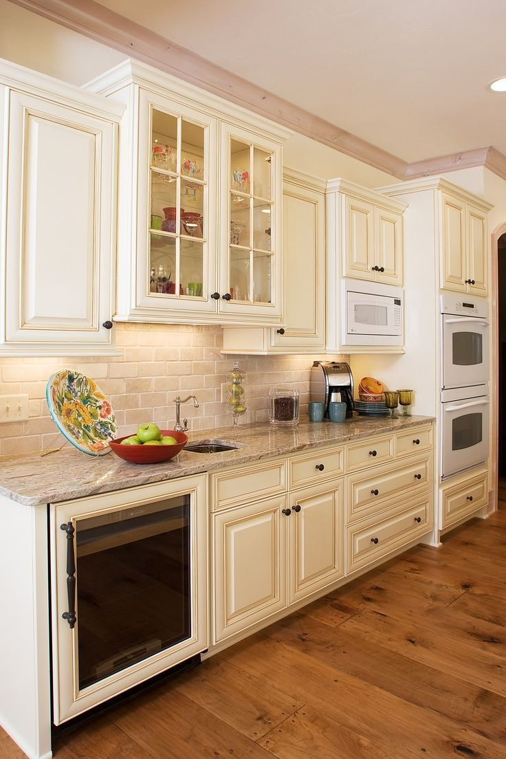 Kitchen That Is Painted In White Gives A Luxurious European Feeling In White The Ki Glazed Kitchen Cabinets Off White Kitchen Cabinets Kitchen Cabinet Design