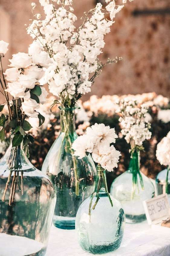 White Flowers in Glass Urns on Altar | Alago Events | Mallorca Wedding & Event Planner