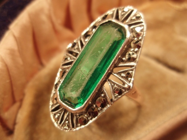 Smaragdi-markasiittisormus     Rakastan myös smaragdia