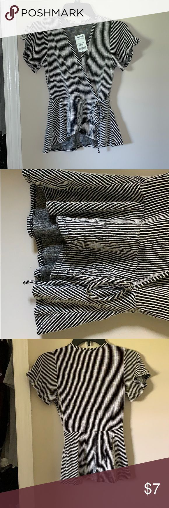 *NWT* Striped cross front shirt Black and white stripes, v neck, flowy at the bo…