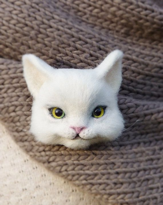 MADE TO ORDER! Cat brooches 3D brooches Felt wool White cat Fluffy cat Felt cat… More