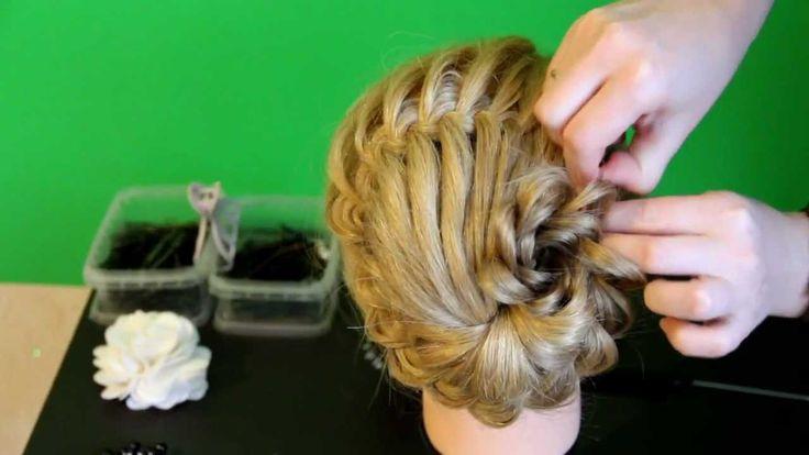 Ажурная коса с цветком из волос