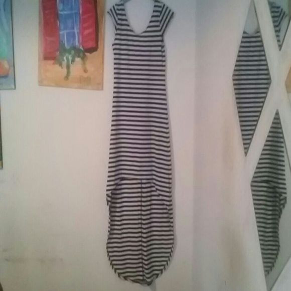 Nautical stripe high low cap sleeve dress -Worn twice -Goes great with sandals and strappy heels -Pair with a denim vest and sandals for a great summer look -No visible staining or tearing Feathers Dresses High Low