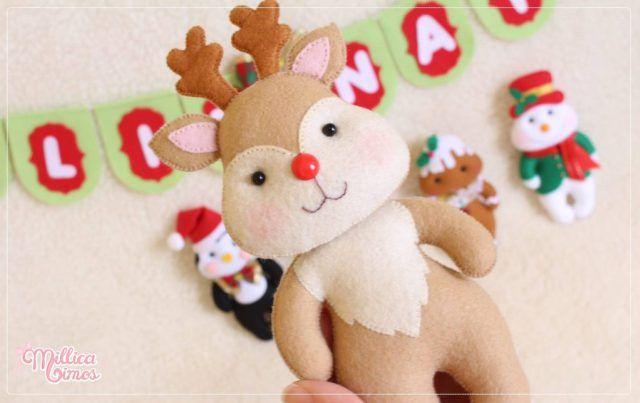 Hoy tengo para ti estas hermosas figuras navideñas con sus respectivos moldes. Si eres fan de personajes navideños en fieltro, vas a adorar esta secuencia de moldes. Son modelos tiernos, lindos y fáciles de hacer. Un extraordinario trabajo deMillica Mimos Santa, reno, muñeco de nieve, galleta y pinguino. Todos los personajes navideños en un estilo …