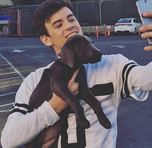 TOO MUCH CUTENESS IN ONE PICTURE.......HAYES!!!!!!!!<3 <3 <3 <3 <3 <3 <3