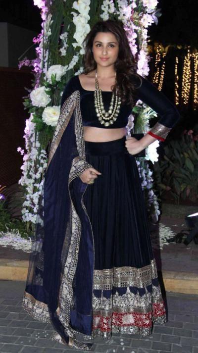 <p>Even Parineeti Chopra attended Riddhi Malhotra's <em>sangeet </em>ceremony in a Manish Malhotra mirror work <em>lehenga</em>. We love how she adorned her neck with a statement making neckpiece and kept the jewellery minimum.</p>