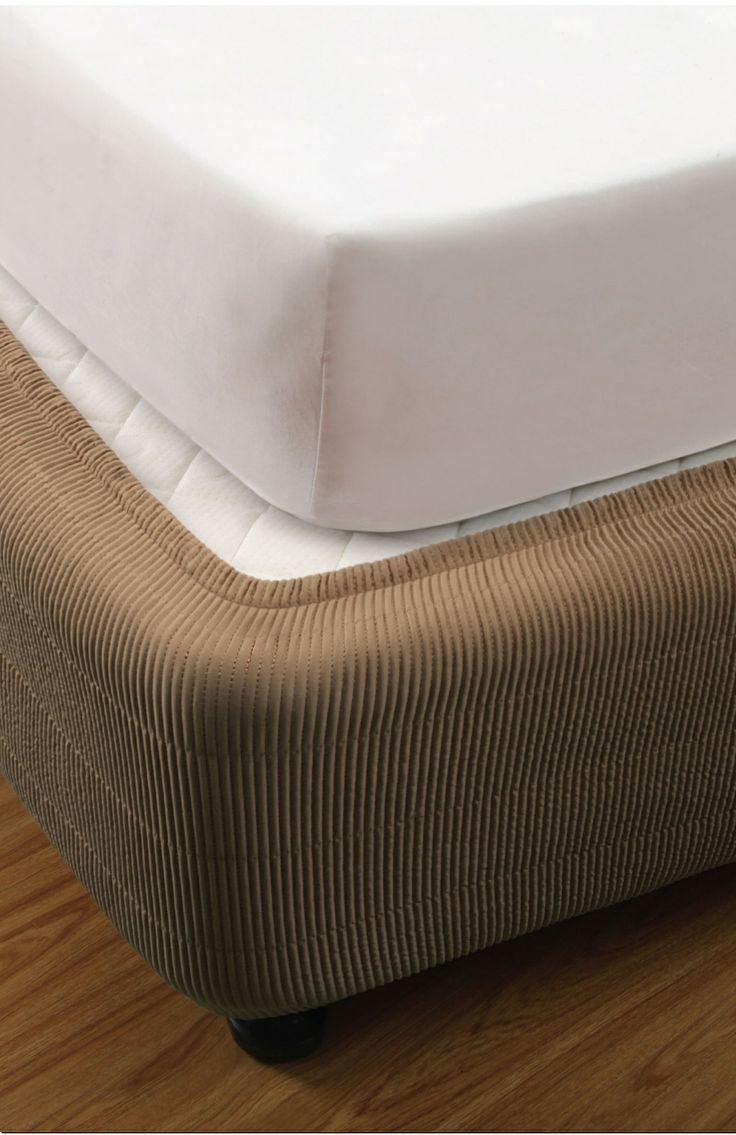 QUILTED BOX SPRING COVER Vertically quilted valance .; elasticised. Polyester satin - polyester filling. An elegant finish to your bed. An effortless decoration without having to remove your mattress or linen.