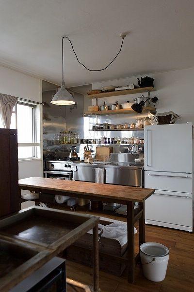 名古屋市天白区の松美建設の手がける、スケルトンリフォーム キッチン 業務用ステンレス MUJI冷蔵庫