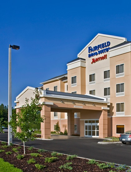 Fairfield Inn by Marriott Toronto Oakville is the destination of choice for business & leisure travelers alike. This hotel is surrounded by restaurants, theatres & shopping and home to International & National companies. We offer daily complimentary continental breakfast & complimentary, scheduled weekday shuttle service. While you are here, why not attend an event at the Rogers Centre or Air Canada Centre in downtown Toronto via Oakville's GO Transit system located just a short drive away.