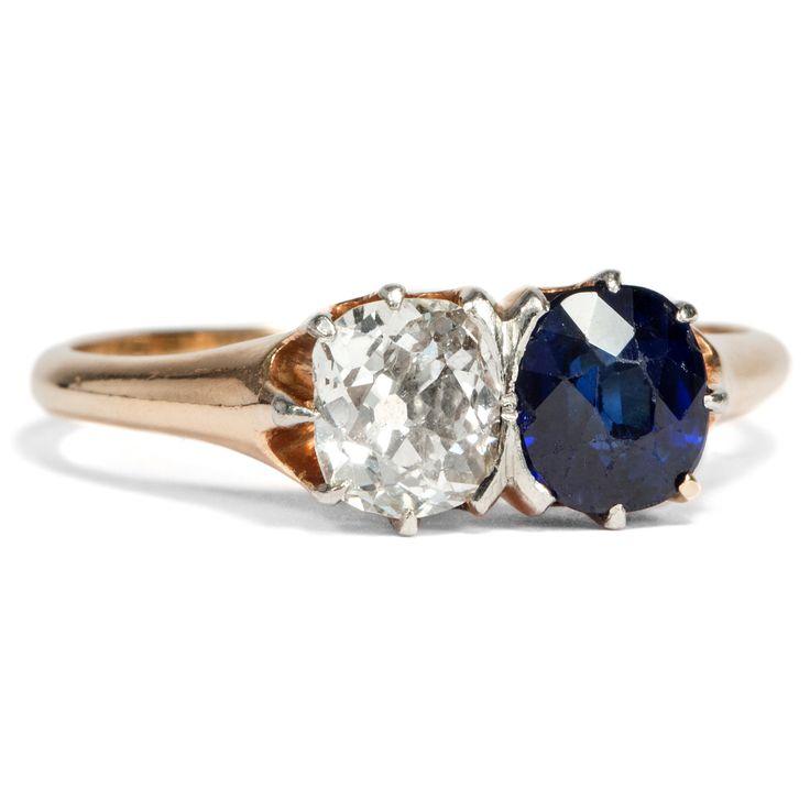 Ganz verschieden und doch eins - ANTIKER Toi et Moi Ring mit Altschliff-Diamant und blauem Saphir, um 1890 von Hofer Antikschmuck aus Berlin // #hoferantikschmuck #antik #schmuck #Ringe #antique #jewellery #jewelry // www.hofer-antikschmuck.de