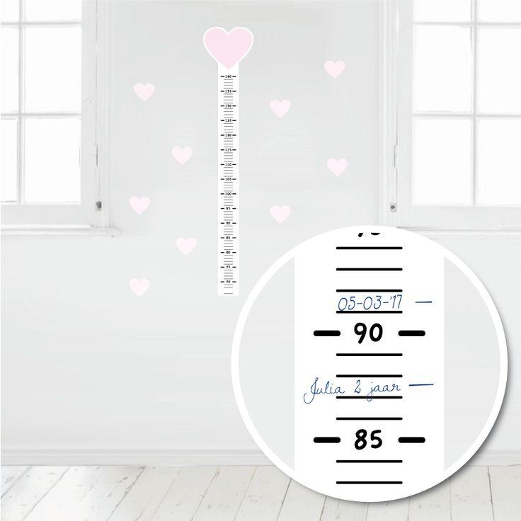 Deze muursticker meetlat is makkelijk met pen of watervaste stift te beschrijven. Op deze manier kun je de groei van je kindje leuk bijhouden. #muursticker #meetlat #groeimeter #hart #hip #roze