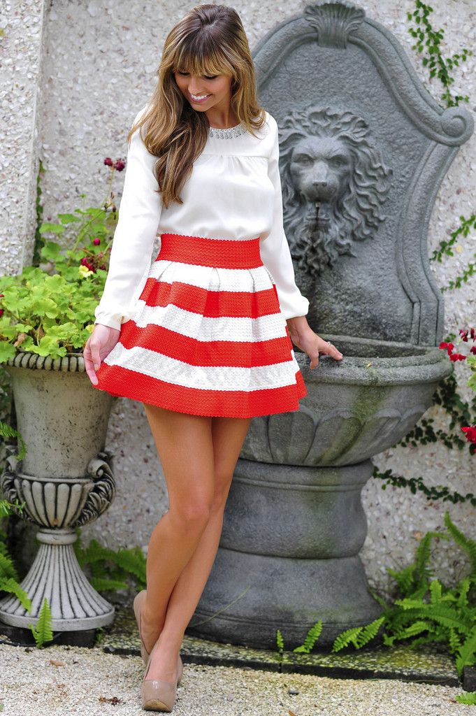 RESTOCK: The Travel Time Skirt: Red/White Shop Hopes has really pretty clothes !!!!! I need this!!!!!!!!!!!