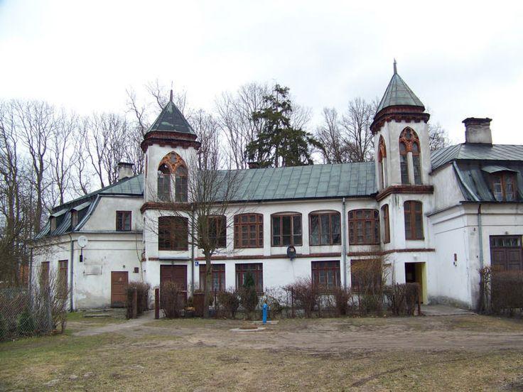 Pałacyk Myśliwski w Nowym Duninowie wybudowany w XIX wieku. Zamieszkiwali w nim baron Stefan Ike wraz z żoną Zofią i trójką dzieci: Anną, Zofią i Henrykiem. Budynek jest obecnie zamieszkany przez pracowników Nadleśnictwa Gostynin.