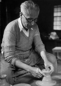 Japanese potter,KAWAKITA Handeishi (1878-1963), at work.  川喜田半泥子
