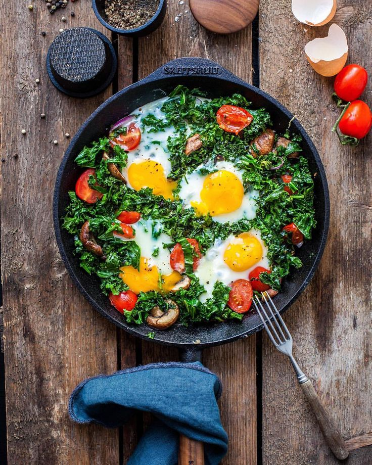 "Madeline Lu on Instagram: ""Quick one pan lunch with garlic and onion sautéed kale, mushroom, tomato and egg. ✌️ @skeppshult"""
