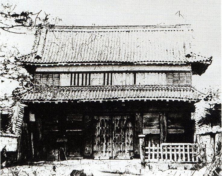 吉田城 大手門 両端に土塀を持つ土橋の先にある。1872年撮影