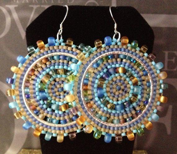 Beadwork Disc Earrings - Big Bold Seaside Sea Glass Multicolored Disc Earrings - feitos com missangas de várias dimensões - 27 EUR - loja WorkofHeart - ETSY EUA