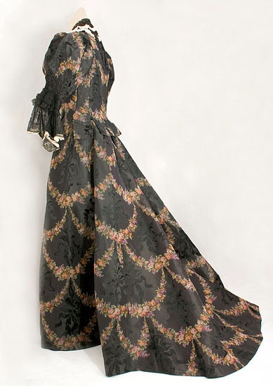 Worth silk brocade visiting dress, c.1893, from the Vintage Textile archives.