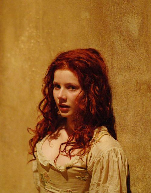 Beth huyendo de Colin O'Reilly, cuando todo era más joven,  y ella aun era inocente.