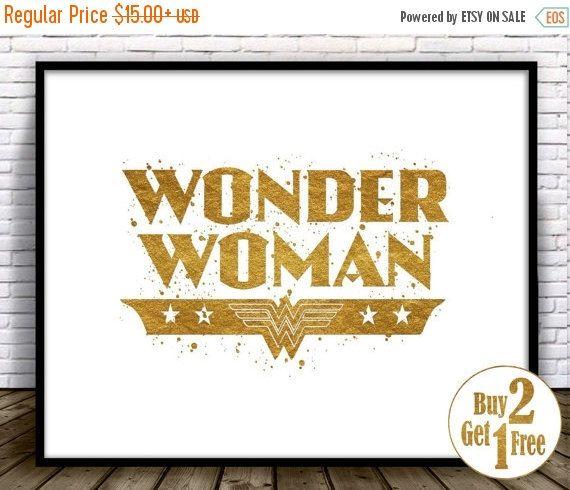 Wonder Woman Logo Art Print.  Veuillez noter : Ce nest pas la feuille dor, mais imprimées à lencre de haute qualité pour donner un aspect or. Ils ne