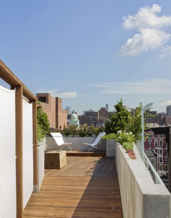 A vida ao ar livre se mistura com o espaço urbano no rooftop nova-iorquino