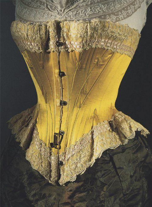 """""""Ici, un corset en satin chartreuse fin XIXeme. On notera les crochets métalliques sous la taille, là où venait se fixer le jupon. En 1861 il se vendait chaque année, rien qu'à Paris, plus d'un million deux cent mille corsets chaque année…"""""""