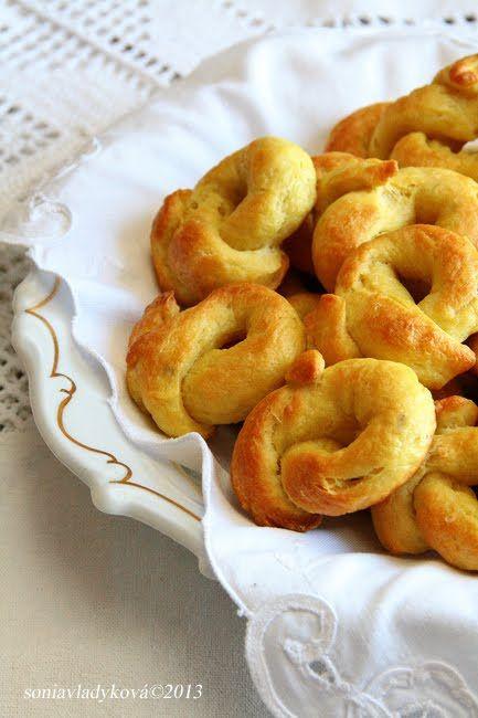 Toto malé pečivo, rozšířené především v jižní Itálii si určitě každý zamiluje již po prvním kousnutí.Malé zlatavé a křupavé prstýnky o...