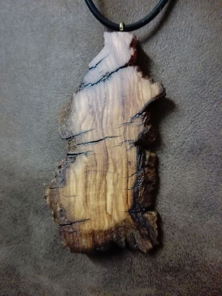 Collier en bois d'olivier.
