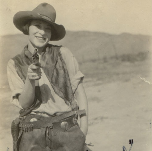 Cowgirl 1920's *I Think this looks so cool*