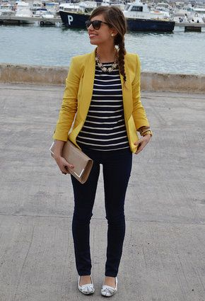 on associe sa marini re une veste jaune pour donner plus de peps a la tenue marini re. Black Bedroom Furniture Sets. Home Design Ideas