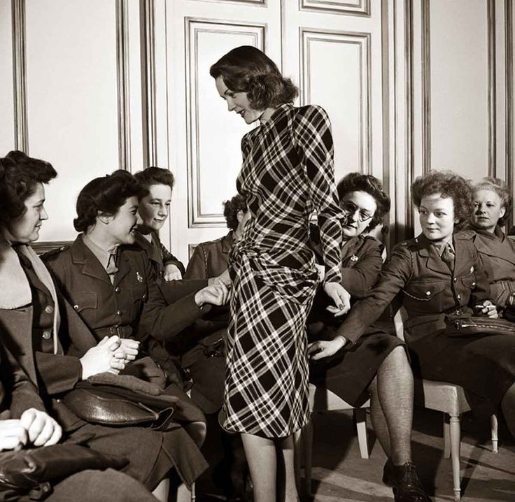 Lee miller paris fashion show in 1944 1940s fashion for Salon mode paris