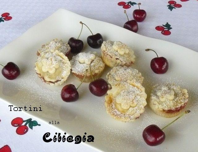 """Tortini alla ciliegia...ricordi d'estate e la voglia di """"blog""""... http://www.micucinounlibro.it/2014/11/tortini-alla-ciliegia.html #micucinounlibro"""