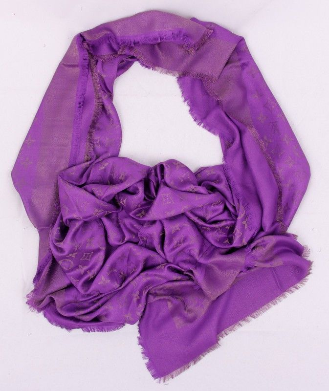 Платок-палантин Louis Vuitton широкий (шелк + шерсть + металлический люрекс) цвет фиолетовый. Размер 140х140см