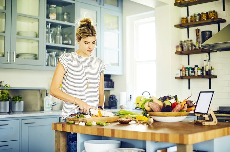 Ogni età richiede una dieta specifica, adatta alle sue esigenze: scopri tutto quello che c'è da sapere per dimagrire velocemente tra i 20 e i 30 anni, i 30 e i 40 o se sei in menopausa...
