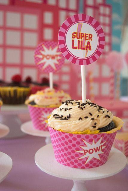 Cupcakes at a Girl Superhero Party #girlsuperhero #partycupcakes