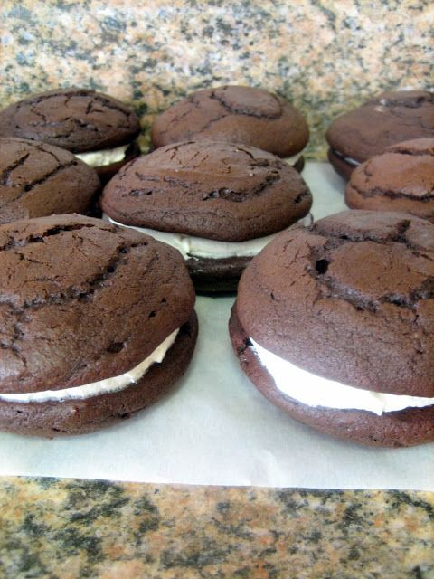 Baking, domesticity, and all things mini: Chocolate gobs... or whoopie pies