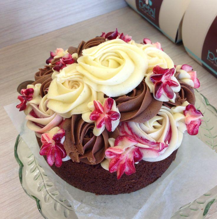 Petal Topcake - Vanilla Cake Sponge with Raspberry, Chocolate and Vanilla Cream Cheese Icing #petalcupcakes [6 inches]