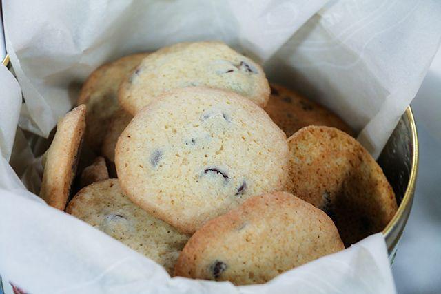 Anna Olson's Chocolate Chip Cookies