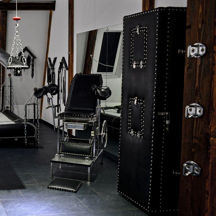SM-Apartment-SchwarzeWelt-Spielraum-Gynstuhl-Blackbox
